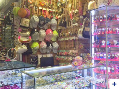 Fantasias y Accesorios Damasco